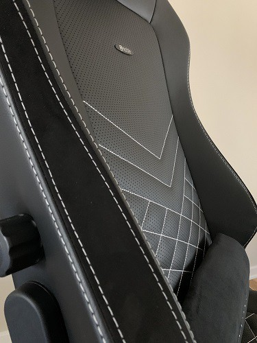 Noblechairs HERO Close Up